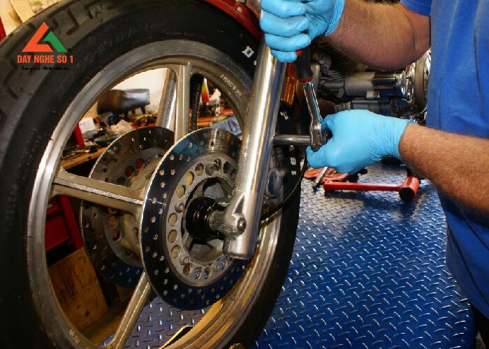 Học sửa chữa xe máy tại trung tâm Dạy nghề số 1
