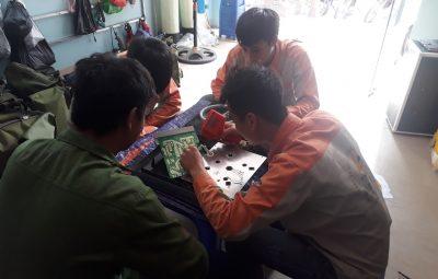 Học viên sửa chữa điện tử tại trung tâm Dạy nghề số 1