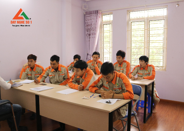 Khóa đào tạo nghề điện nước tại Trung tâm dạy nghề số 1