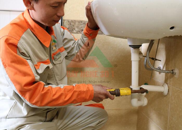 Học nghề sửa chữa điện nước miễn phí